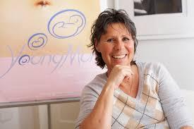 Hebamme Uschi Reim-Hofer rät zur Hautpflege vom Anfang der Schwangerschaft an
