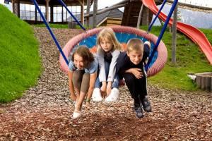 Kleine Verschnaufpause am Abenteuerspielplatz im Schaukel-Nest