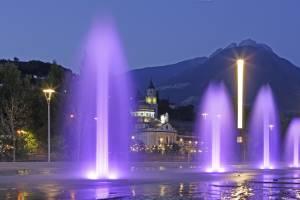 Meran: Abendstimmung entlang der beleuchteten Promenaden, Thermen und Gassen