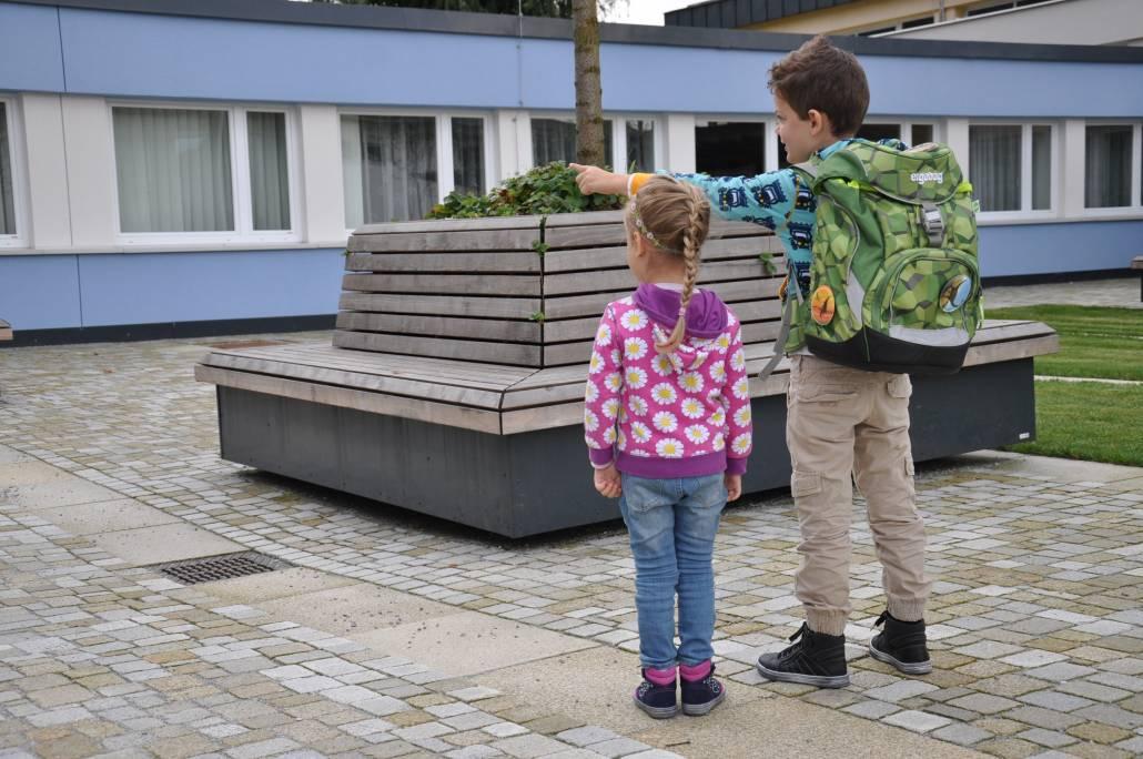 Schulanfang mit neuen Kinderschuhen