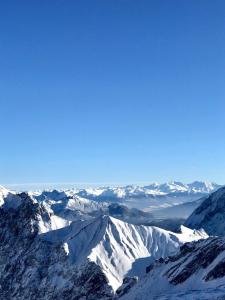 Ein traumhafter Schitag auf der Zugspitze – hinauf ging's mit der Zahnradbahn