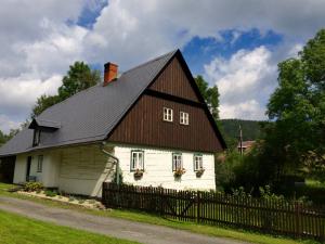 Die alten Häuser – viele heute Feriendomizile – stehen unter Denkmalschutz.