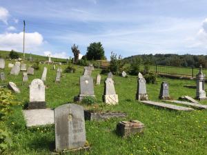 Der malerisch gelegene Friedhof