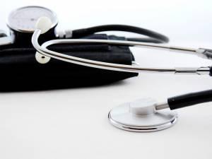 Auch bei Kindern Blutdruck-Kontrolle notwendig.