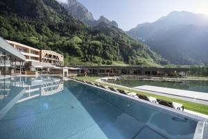 Inmitten der Südtiroler Bergwelt: das Feuerstein Resort