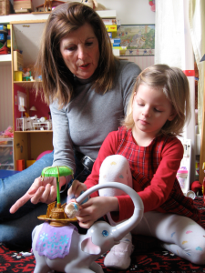 Spaß mit dem Kinderbetreuer: Kinder können von einer liebevollen Person profitieren.