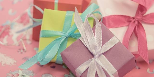 gift-553133_640
