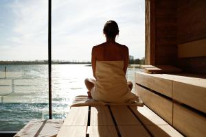 Herrlich relaxen im Kurzurlaub für Eltern in der St. Martins Lodge & Therme